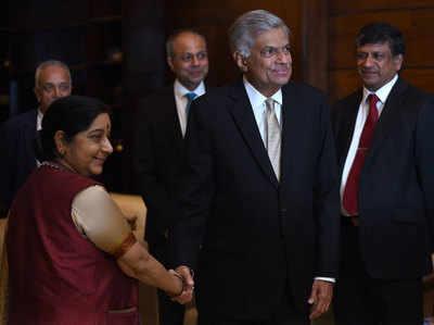 श्री लंका के पीएम विक्रमिंघे के साथ सुषमा स्वराज