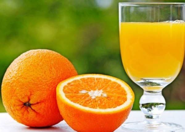 संतरे के रस से निखारे चेहरा
