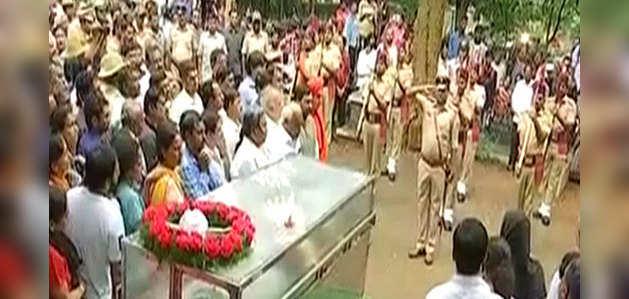 राजकीय सम्मान के साथ किया गया पत्रकार गौरी लंकेश का अंतिम संस्कार