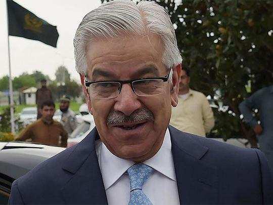 ब्रिक्स की किरकिरी के बाद चीन क्यों दौड़े पाकिस्तानी विदेश मंत्री ख्वाजा आसिफ?