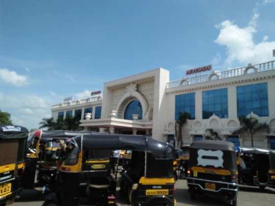 railway station yethe rikasha walyanchi manmani