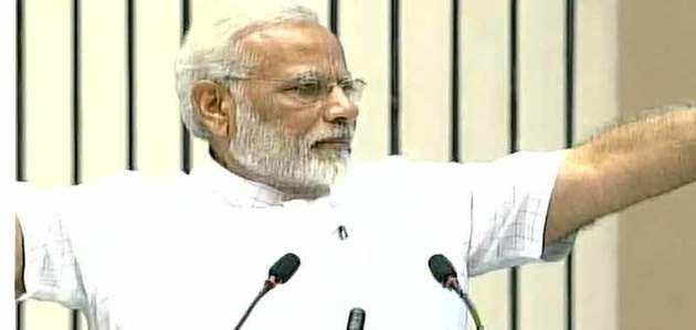 प्रधानमंत्री नरेंद्र मोदी ने छात्रों को संबोधित किया