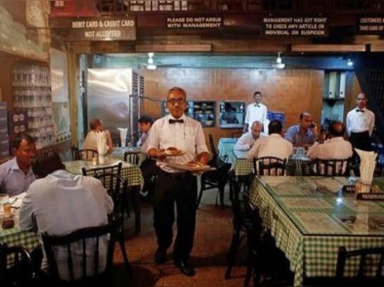জোর করে সার্ভিস চার্জ নেওয়ার মাশুল, এবার TAX দিতে হবে রেস্তোরাঁগুলিকে