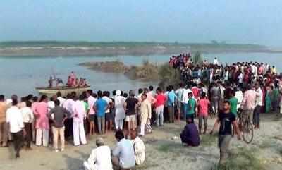 यमुना नदी में चल रहा बचाव अभियान