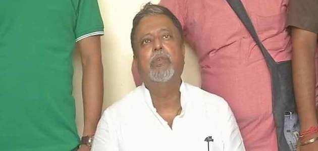 ममता को तगड़ा झटका, दुर्गा पूजे के बाद मुकुल रॉय देंगे इस्तीफा
