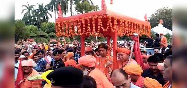 विजयादशमी: सीएम योगी ने गोरखनाथ मंदिर में की विशेष पूजा-अर्चना
