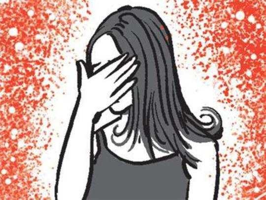WTF! চলন্ত ট্রেনে কিশোরীকে দেখে হস্তমৈথুন বিকৃতকামের!!!