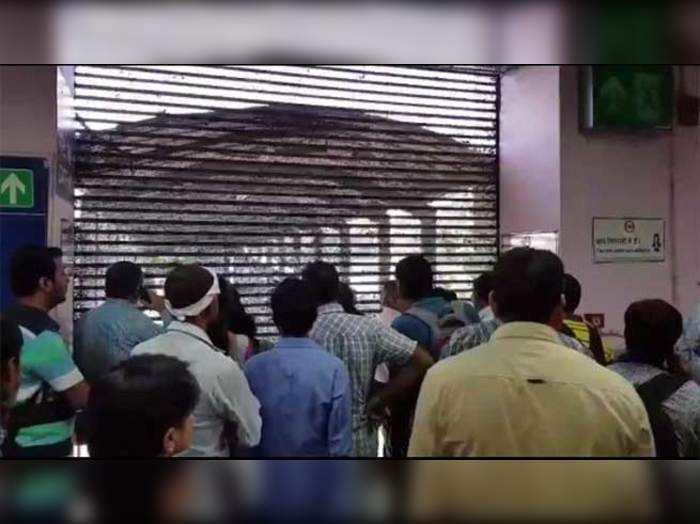 इंद्रप्रस्थ मेट्रो स्टेशन पर कैद कर लिए यात्री!