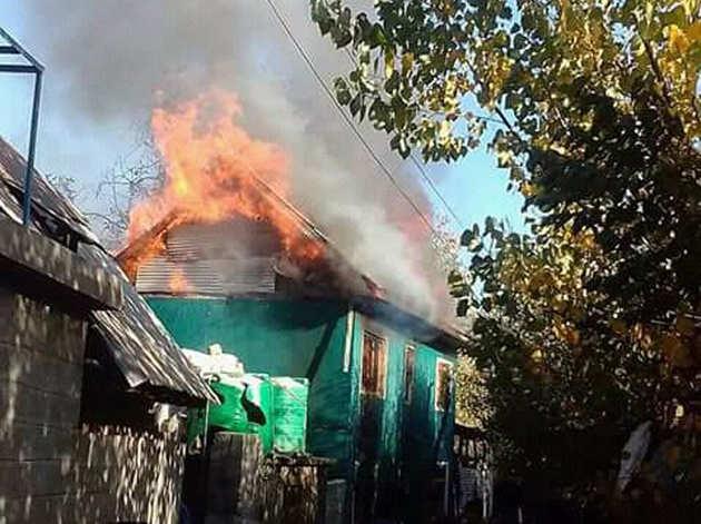 शोपियां में पूर्व सरपंच के घर में लगा दी गई आग