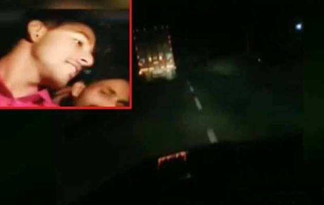 सड़क पर खड़े ट्रक से टकराई तेज रफ़्तार कार, 4 की मौत