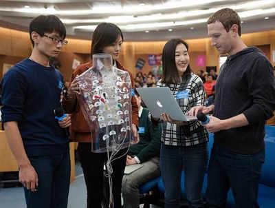 चीन में छात्रों के साथ मार्क जकरबर्ग