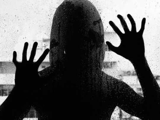 पोलिसाच्या मुलीवर ३ तास सामूहिक बलात्कार