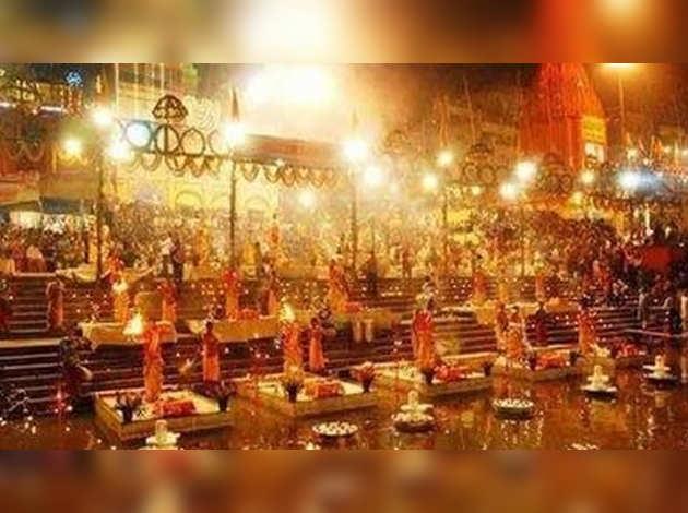 देव दीपावली: असंख्य दीपों की रोशनी में स्वर्ग से सजे काशी के घाट