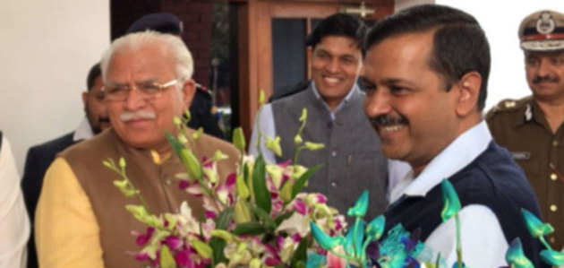 दिल्ली स्मॉग: केजरीवाल और खट्टर के बीच पराली जलाने, प्रदूषण पर हुई बातचीत
