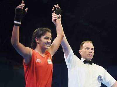 48 किग्रा वर्ग में विजेता घोषित होने के बाद भारत की युवा मुक्केबाज नीतू।