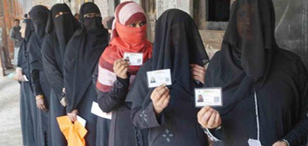 पीएम मोदी के संसदीय क्षेत्र में 'थर्ड डिविजन मतदान'