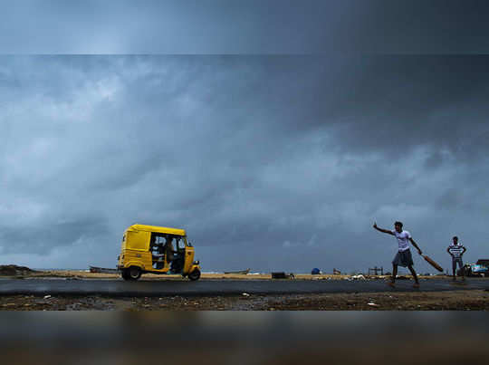 நெல்லை, கன்னியா குமாியில் பள்ளி, கல்லூாிகளுக்கு நாளை விடுமுறை