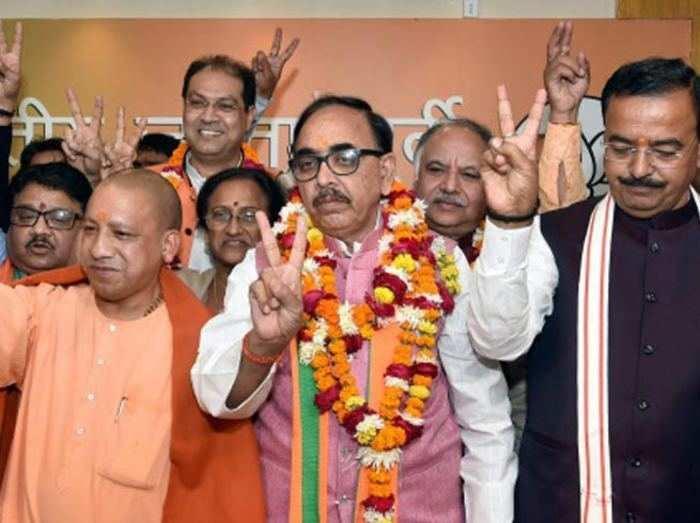 फाइल फोटो: चुनाव में जीत के बाद जश्न मनाते बीजेपी नेता