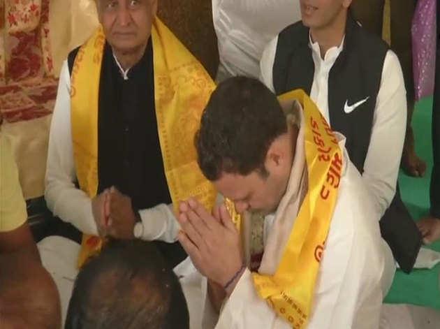 राहुल गुजरात के 20 से ज्यादा मंदिरों में जा चुके हैं।