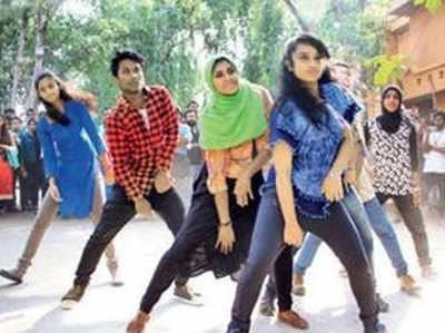 हिजाब में डांस के जरिए लड़कियों ने दिया आलोचकों को जवाब.