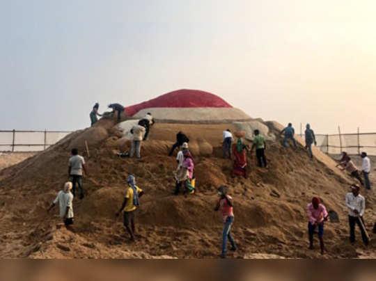 বৃহত্তম সান্টা! পুরীতে সুদর্শনের বালি-বিস্ময়ের অপেক্ষায় বিশ্ব