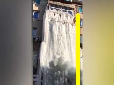 इमारत में जम गया झरना