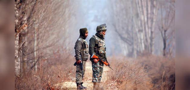 पुलवामा आतंकी हमले में 4 जवान शहीद, 2 आतंकवादी ढेर