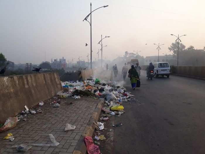 garbage on dhayari bridge