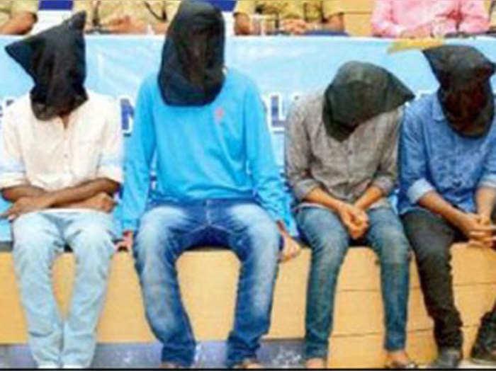 चेन लूट में गिरफ्तार किए गए छात्र