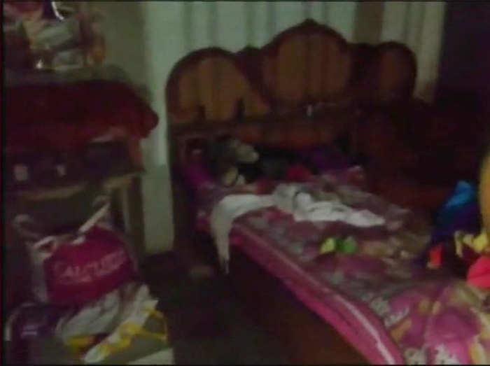 घर में बिखरा पड़ा सामान