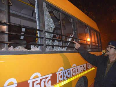 20 दिसंबर को बीएचयू में बवाल में तोड़ी गई थी स्कूल बस