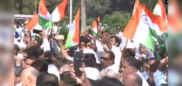मुंबई में विपक्ष ने निकाली 'संविधान बचाओ' रैली