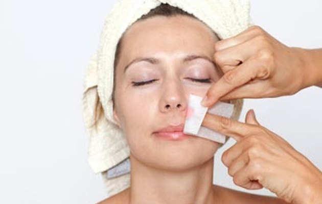 Facial hair removal: टिप्स: चेहरे के अनचाहे बालों से यूं पाएं छुटकारा