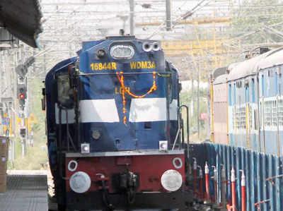 वित्त मंत्री ने रेल सुरक्षा और बुनियादी सुविधाएं मजबूत करने के लिए राशि का आवंटन किया