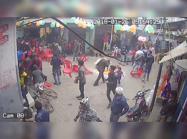 Video shows Kasganj mohalla, preparing for R-Day, surrounded by Tiranga Yatra youths
