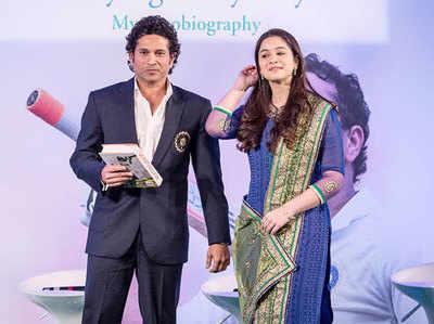 सचिन तेंडुलकर और उनकी बेटी सारा (फाइल फोटो)