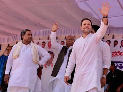 कर्नाटक में रैली के दौरान राहुल गांधी