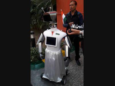 खास रोबॉट करेगा खातिरदारी