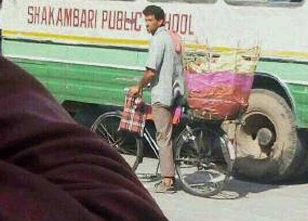 जयपुर की सड़क पर कुछ इसी अंदाज़ में दिखे रितिक