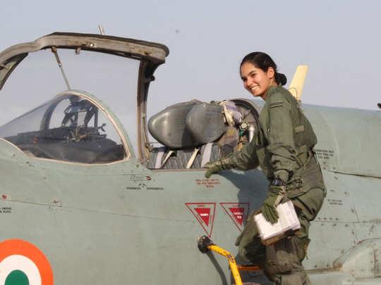இந்தியாவின் முதல் பெண் போர் விமானி அவானி