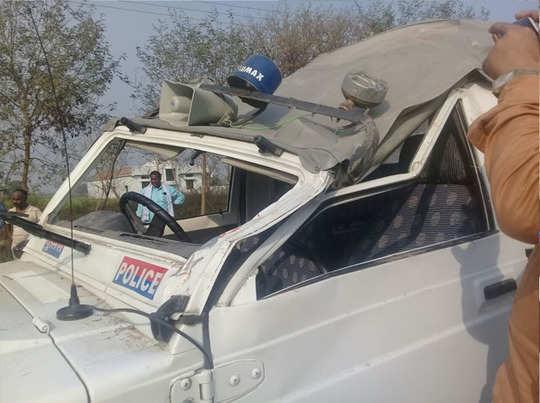 मंत्री के काफिले में पलटी गाड़ी