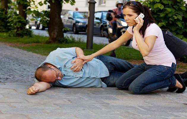 जानें, CPR देने का सही तरीका