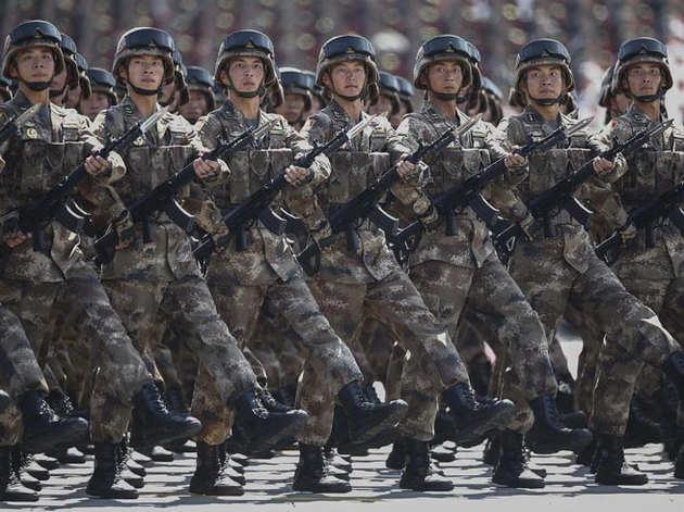 भारत से तीन गुना से ज्यादा है चीन का रक्षा बजट, जानें- किसका खर्च है कितना