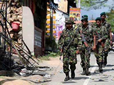 कैंडी में गुरुवार को गश्त करते श्रीलंका के सुरक्षाकर्मी।