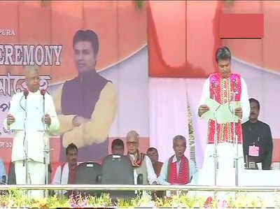 त्रिपुरा के राज्यपाल तथागत रॉय ने विप्लव को सीएम पद की शपथ दिलाई।