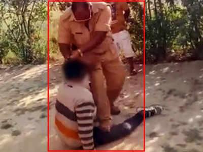 प्रतापगढ़: सिपाही ने हिरासत में लेकर की आरोपी युवक की सरेआम पिटाई