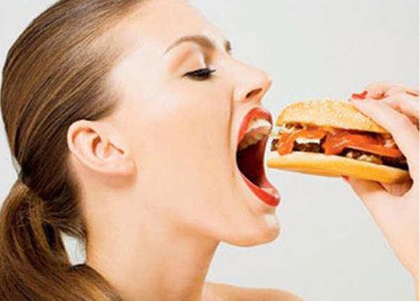 भूख नहीं, कुछ और है जंक फूड खाने की वजह