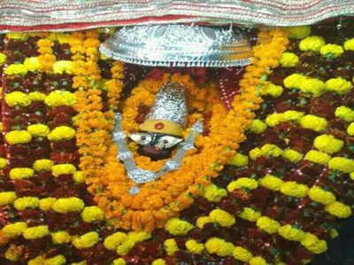 विंध्याचल मंदिर में श्रद्धालुओं ने किया दर्शन-पूजन