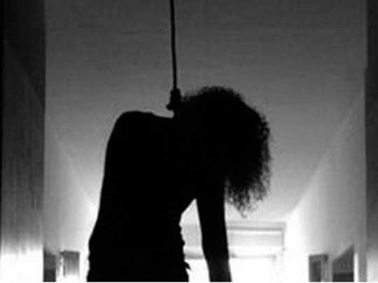 दोन मुलींना विष पाजून आईची आत्महत्या