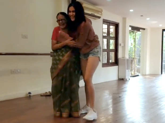 अदा शर्मा और उनकी दादी